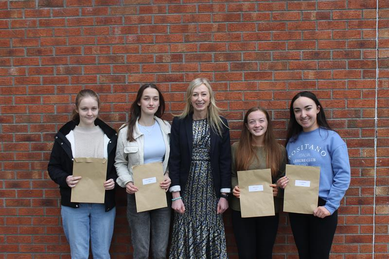 Pres Thurles students who achieved 625 points - Bethel O'Toole, Niamh Ahonen Smith, Principal Trish O'Callaghan, Megan Quigley & Lucy McCormack..JPG